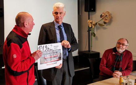 """Staatssekretär Rolf Schmachtenberg besucht den """"Seniorenaufstand"""" in Hamburg."""
